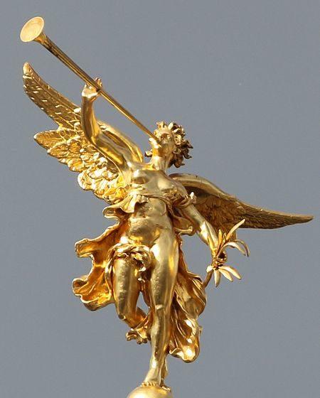 Rennes_-_Palais_du_parlement_de_Bretagne,_statue_L'Éloquence_plein_pied.jpg
